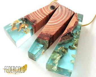 Geometrische Gold Halskette Mit Holz Harz Anhänger   Handgemacht Aus Holz  Und Türkis Blauem