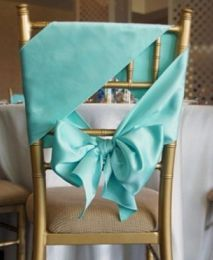 25 Super Pretty Ways to Decorate Your Reception Chairs