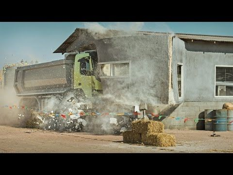 Volvo Trucks - Look Who's Driving feat. 4-year-old Sophie (Live Test) - YouTube#t=56