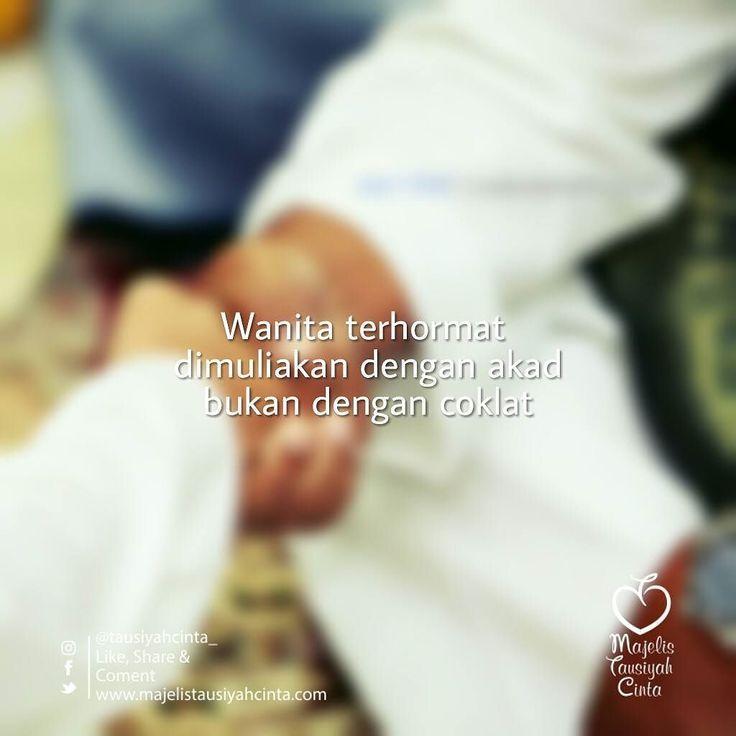 Dan janganlah kamu mengikuti apa yang kamu tidak mengetahui tentangnya. Sesungguhnya pendengaran penglihatan dan hati semuanya akan diminta pertangggungjawabannya (Al Isra : 36) . Sebelum kita terjerumus pada budaya yang dapat menyebabkan kita tergelincir kepada kemaksiatan maupun penyesalan kita tahu bahwa acara itu jelas berasal dari kaum kafir yang akidahnya berbeda dengan ummat Islam sedangkan Rasulullah bersabda: . Diriwayatkan dari Abu Said al-Khudri Radiyallahu anhu : . Rasulullah…