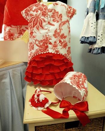 Vestido niña Colección Coral. Realizado en  pique estampado con detalle de volantes lino. tallas 2 a 6