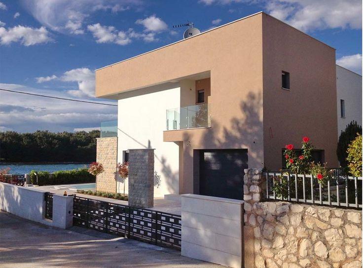 Haus in Kroatien kaufen Pasman bei Zadar. Luxuriöse Villa – Haus in Kroatien kaufen in einer spitzen Lagedirekt am Meer auf der Insel Pasman in der Nähe vonZadar. Besuchen Sie die Website. #kroatien #pasman #zadar #strand #einfamilienhaus #villa #meerblick #ammeer #meer #strandhaus #strandurlaub #immobilie #immobilienmakler #seaveo #meer #direktestrandlage #kvarnerbucht