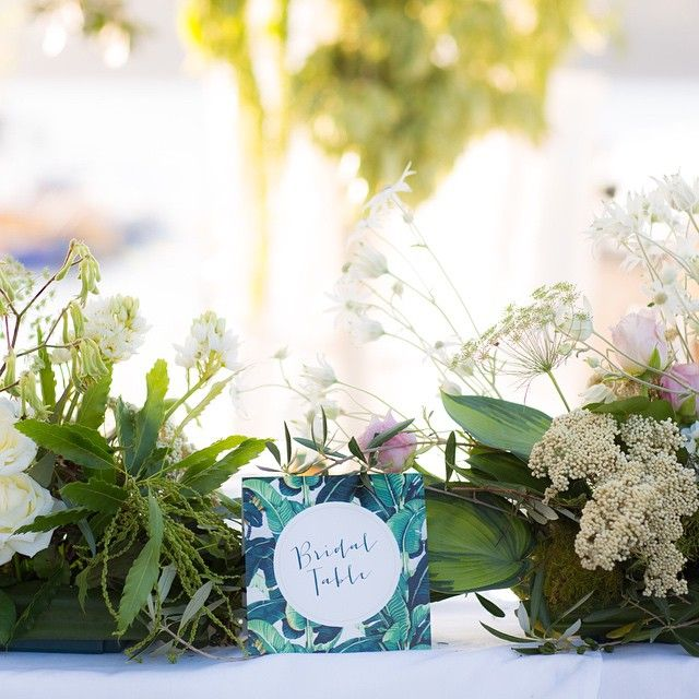 Bridal table || table numbers by @story_of_us || photo @hellomrlincoln