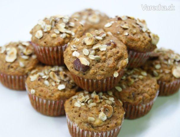 Zdravé muffiny plné chrumkavých orieškov a semienok sa ideálne hodia na raňajky. Sú  nadýchané, mäkkučké, prevoňané škoricou, ale nie moc sladké. Aj preto si ich občas  dávame s jogurtom alebo s lyžičkou džemu na vrchu :-)