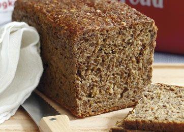 At bage rugbrød - selvfølgelig med surdej - tager naturligvis sin tid, men belønningen er stor, for smagen og duften er uforlignelig.