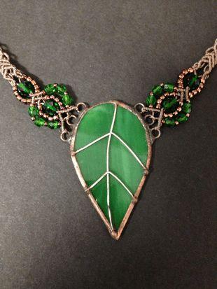 Brown-green macrame glass necklace, big leaf