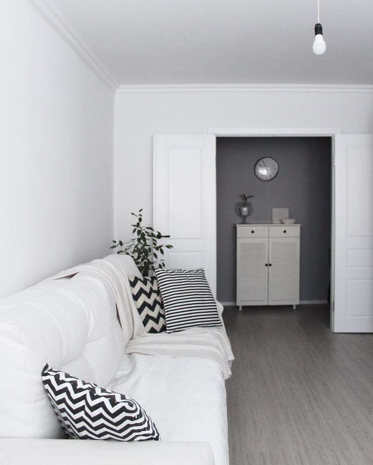 Гостиная. White interior. Grey wall.  #greywall#серыестены#белыйинтерьер#whiteinterior#whitedoors