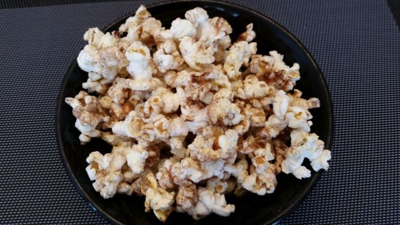 Cinnamon Sugar Popcorn! Crazy  easy to make at home and really delicious!