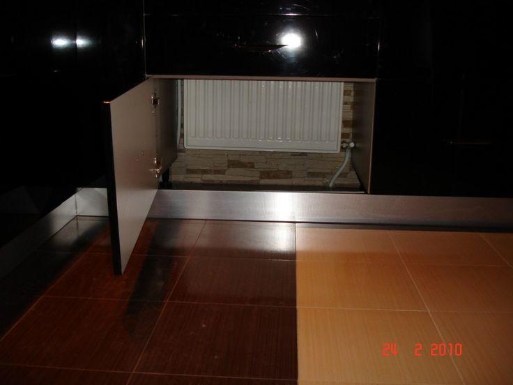 Mobila Bucatarie Corp cu doua sertare si usa pentru mascarea caloriferului