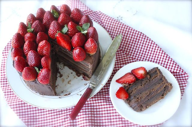 The MOTHER of all chocolate cakes~Triple-layer chocolate ganache cake with strawberries (serves 10-12)