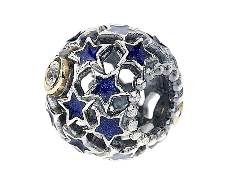 Pandora Bedel zilver 'Night Sky' Opengewerkt 791371CZ. Deze mooie opengewerkte bedel doet zijn naam eer aan, de sterren stralen aan de hemel. Deze bedel mag niet aan uw Pandora armband ontbreken. https://www.timefortrends.nl/sieraden/pandora/bedels.html