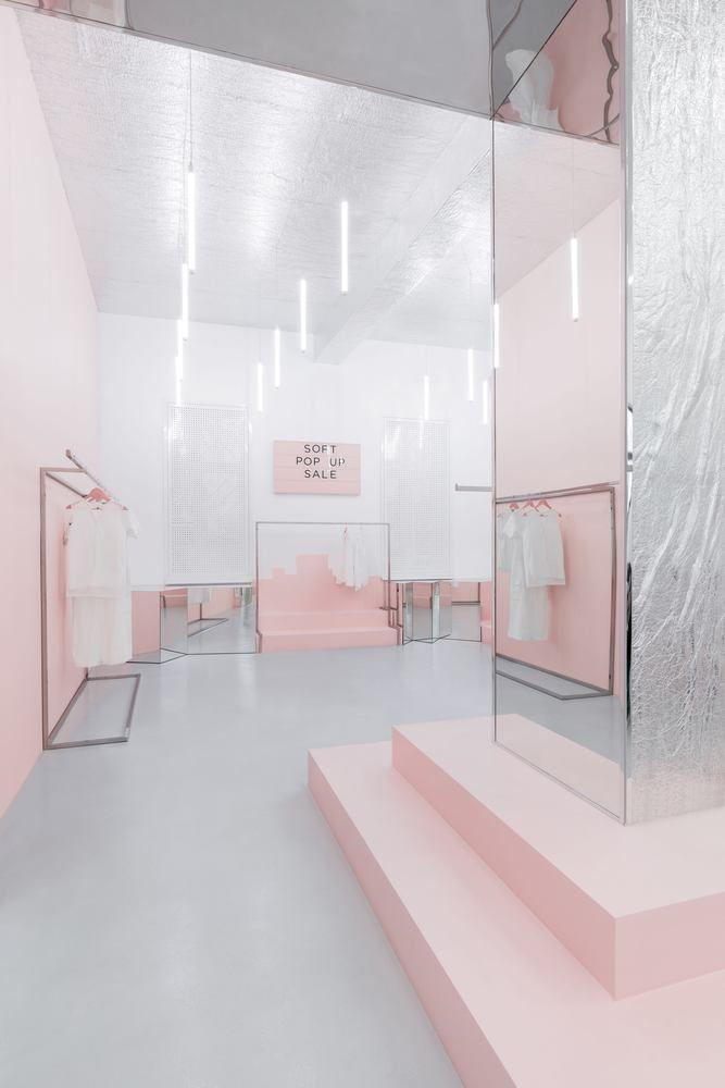 Gallery Of Blushhh Secret Shop Akz Architectura 9 Ladeninneneinrichtung Shop Innenarchitektur Boutique Innenarchitektur