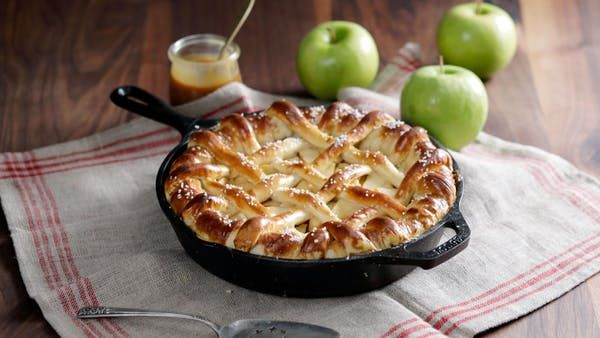 Recipe with video instructions: Your traditional caramel apple pie gets a savory twist with the addition of a pretzel salted pretzel crust. Ingredients: For the pretzel dough:, 3 1/2 cups warm water, divided, 2 tablespoons sugar, 1 package active dry yeast, 1/2 cup butter, melted, 1 1/2 teaspoons salt, 5 cups all-purpose flour, 2 teaspoons baking soda, 2 tablespoons pretzel salt, For the pie filling:, 6 large Granny Smith apples, cored, peeled and sliced, 1/2 cup sugar, 1&...