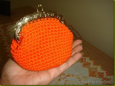 crochet coin purse - GREAT free pattern! If anybody would like to make me one I will gladly buy the materials.