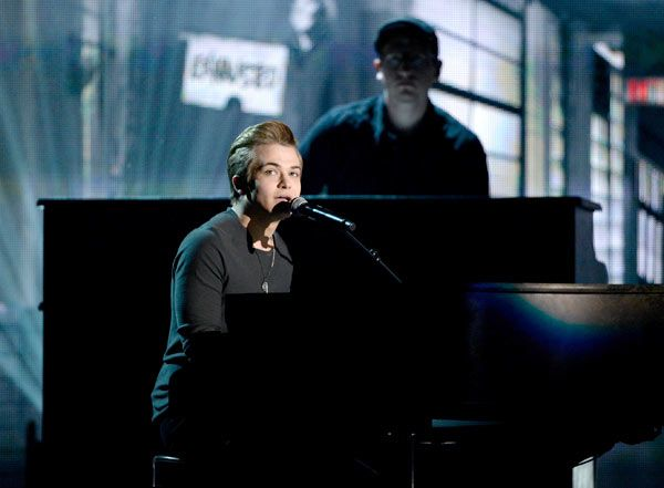 Hunter Hayes Debuts New Single 'Invisible' At 2014 Grammy Awards