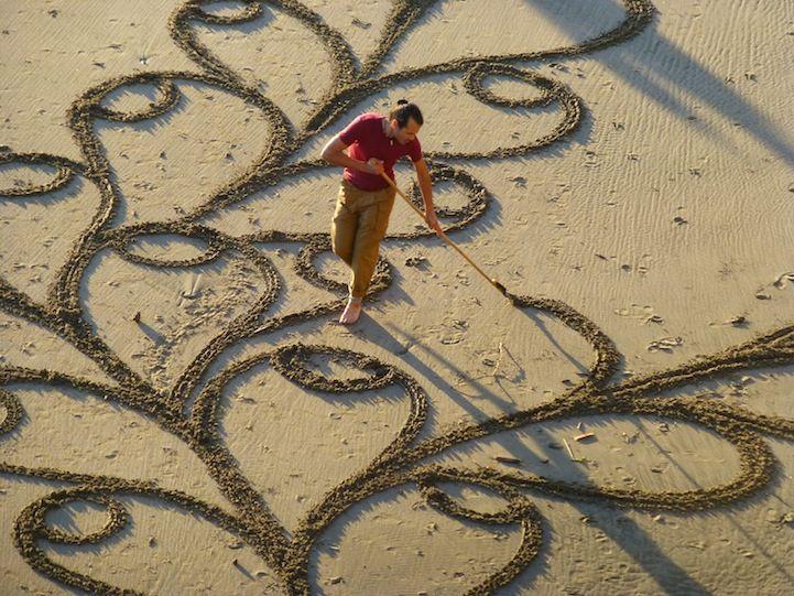 Man creates amazing artworks in sand.
