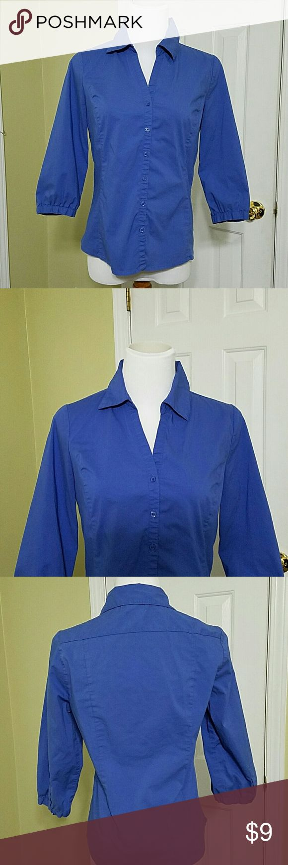 Old Navy perfect fit blue button up shirt Old Navy perfect fit blue button up shirt.  In good condition.  Length is about 22 inches.  Bust is about 35 inches.  Made of 62% cotton, 34% nylon, and 4% spandex. Old Navy Tops