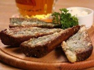 Garlic grenki Ideal beer snack for a company of friends http://www.myrussianfood.com/finger-foods/grenki
