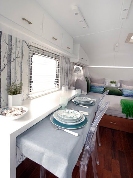Could you have imagined a Louis Ghost armchair, from Kartell, as part of the furniture of an #Airstream? This armchair was the perfect choice to the interior of this caravan because it's very resistent and light, which helps to visually enlarge the furnished spaces. The extending table saves some room when it's not being used.