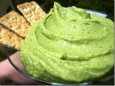 Vitamix - Avocado Spinach Hummus - a healthy and tasty party appetizer!