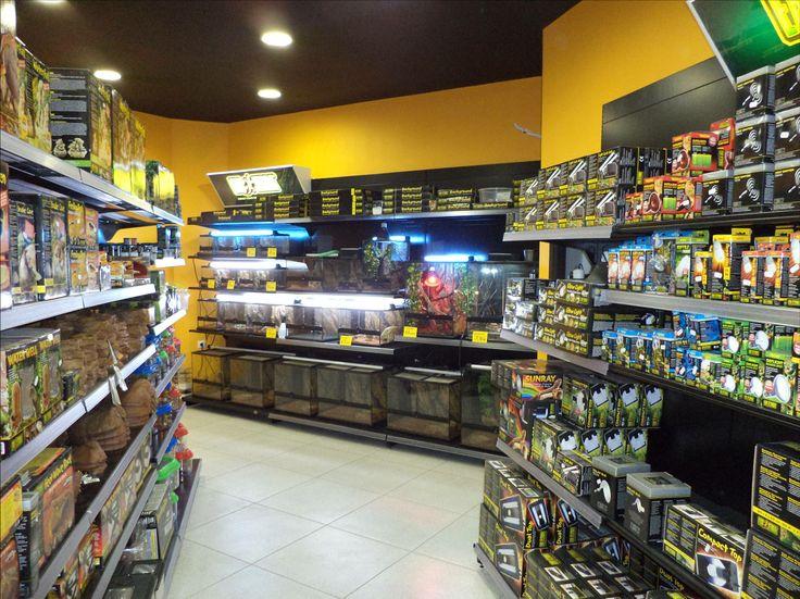 "Pet shop ""KAΠΙΡΗΣ"", Πειραιάς.  Designed by Voyatzoglou Systems"