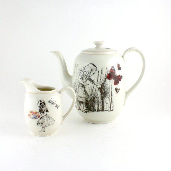 Alice in Wonderland tea set. i want this