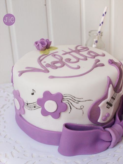 WOW! a Violetta inspired cake! #Violetta