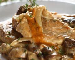 Blanquette de dinde facile pas chère en 15 min : http://www.cuisineaz.com/recettes/blanquette-de-dinde-facile-pas-chere-en-15-min-55458.aspx