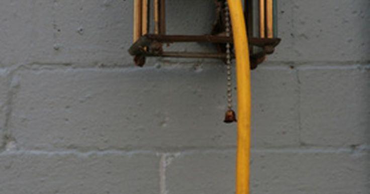 Carga em ampères por espessura do fio. A capacidade de um fio para conduzir corrente elétrica sem superaquecer depende da sua área de corte transversal. Os fios maiores podem transmitir cargas maiores sem superaquecer, enquanto que os fios de menor área esquentam mais com correntes menores.