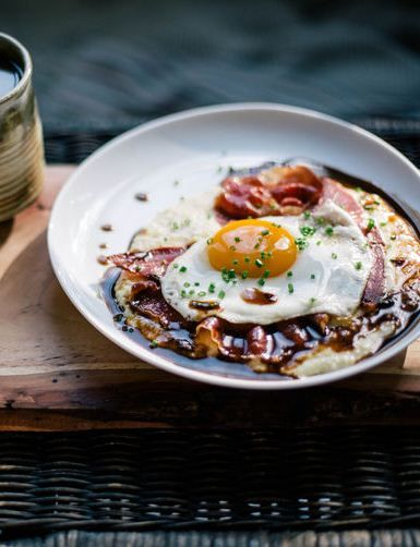 grits with red eye gravy country ham and a fried egg red eye gravy red ...