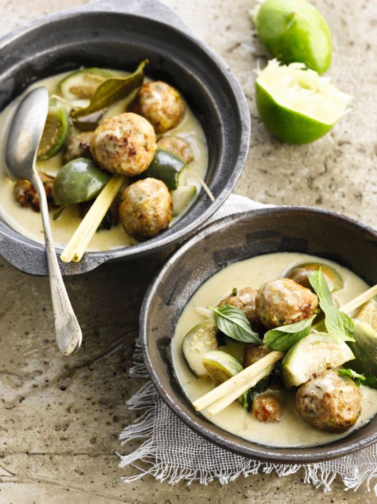 """Het lekkerste recept voor """"Groene curry met pistacheballetjes"""" vind je bij njam! Ontdek nu meer dan duizenden smakelijke njam!-recepten voor alledaags kookplezier!"""