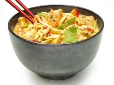 Curry met kip http://www.libelle-lekker.be/recepten/eten/19893/curry-met-kip