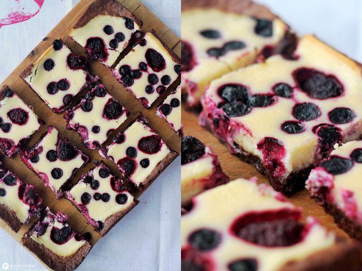 Unser Sonntagskuchen heute: Brombeer Cheesecake Brownies - zwei unserer Lieblingsleckerein vereint: Brownies & Cheesecake!