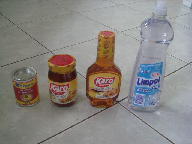 ingredientes - bolha de sabão gigante 12 copos de água 1 copo de detergente 1 copo de xarope de milho 2 colheres de fermento químico
