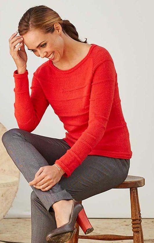 Оригинальный свитер для собаки среднего размера, например породы Джек Рассел. Свитер связан спицами единым полотном узором с шишечками.<br>http://domosed-ka.ru/sviter-dlya-sobaki/