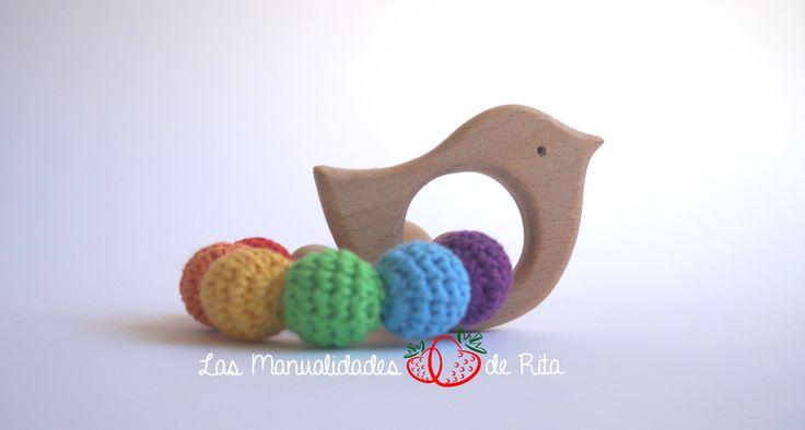 Bonito y seguro a la vez. Realizado con materiales naturales (madera y algodón 100%).
