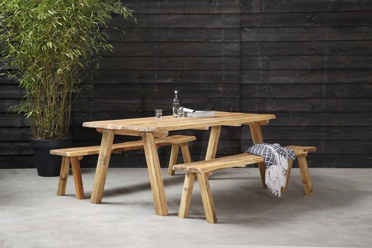 KARWEI | Handige tafel met tuinbank waar de hele familie aan past.