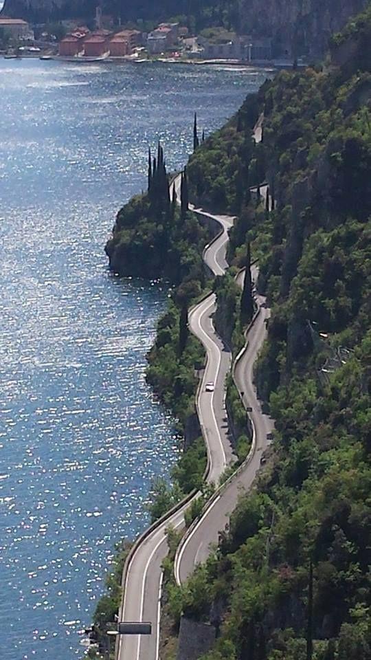 Lo spettacolo della #Gardesana [foto Luca Moniga] #LagoDiGarda #VisitLagoDiGarda #Italy #Italia