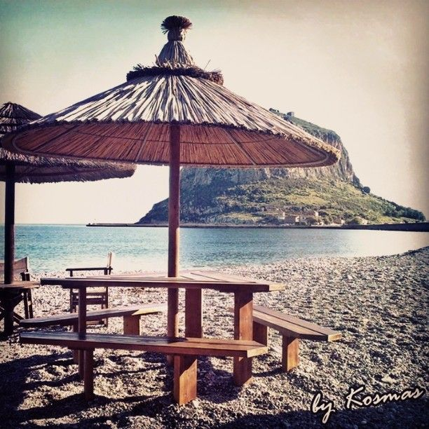 Awesome spot to drink your coffee while enjoying the view of the Monemvasia peninsula. Photo from my vacation in December 2009.  #instagrampics #ilovegreece #monemvasia #oldmonemvasiatown #monemvasiacastle #travel #castle #visitgreeece #enetikocastle