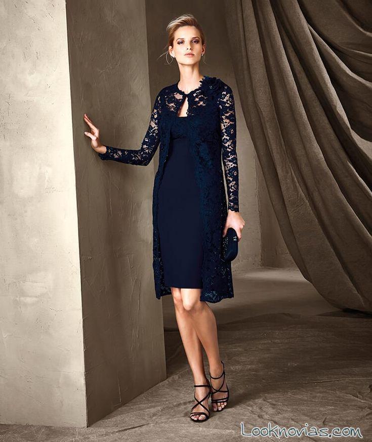 vestido azul marino de encaje pronovias
