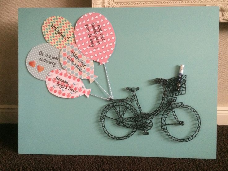 Kadootje voor, in dit geval, 12,5-jarig huwelijk. Lieve tekst op de ballonnen en wat opgerold geld in de fietsmand.  Fiets is een spijkerfiguur.