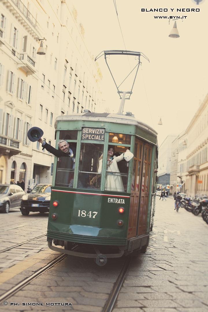 vintage wedding in Milan - 50's style wedding #BYN #wedding in Italy #wedding in Milan #tram #simonemottura
