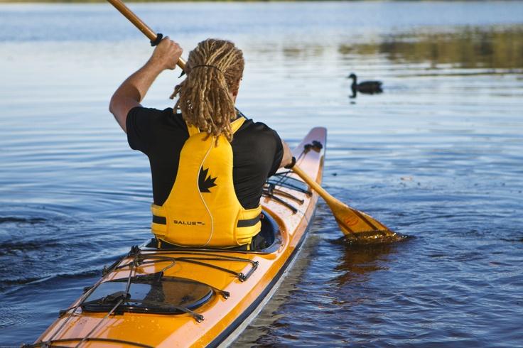 En kayak avec les canards ! Photo: Stéphane Daoust / Suggestions d'activités plein-air en Mauricie: http://blogue.tourismemauricie.com/bain-de-nature/plein-air-en-mauricie-10-activites-nature-a-essayer-cet-ete.html