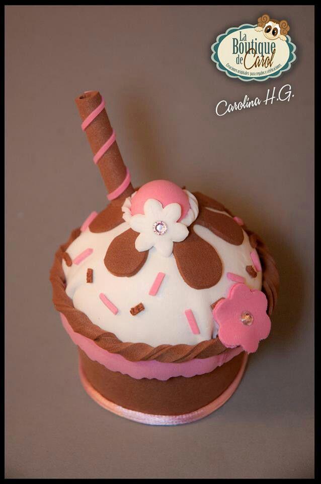Cofrecito de goma eva con forma de cupcake, delicioso!! ;-)