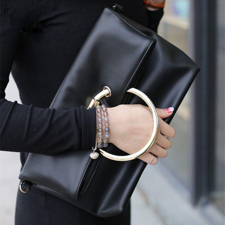 Penampilan adalah hal yang patut untuk diperhatikan. Banyak sekali hal-hal yang menunjang sebuah penampilan mulai dari baju, tas sampai gelang berlian.