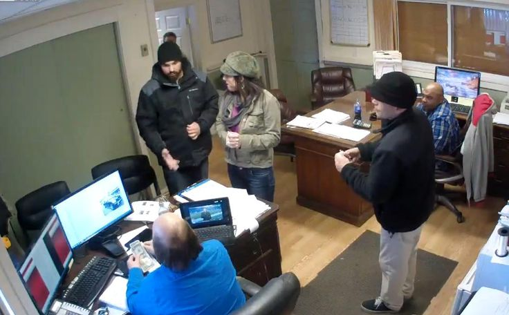 A video of sleazy car dealership employees in Westport getting into a heated argument with a local pizza delivery man over $7 has led to Internet anger and a personal apology.