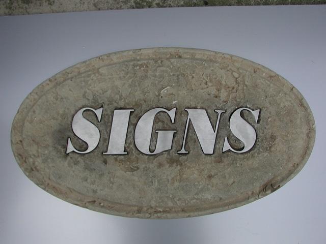 targa in pietra scolpita a mano con inserto in acciaio realizzabili in diverse tonalità.  www.guidoborgonovo.it