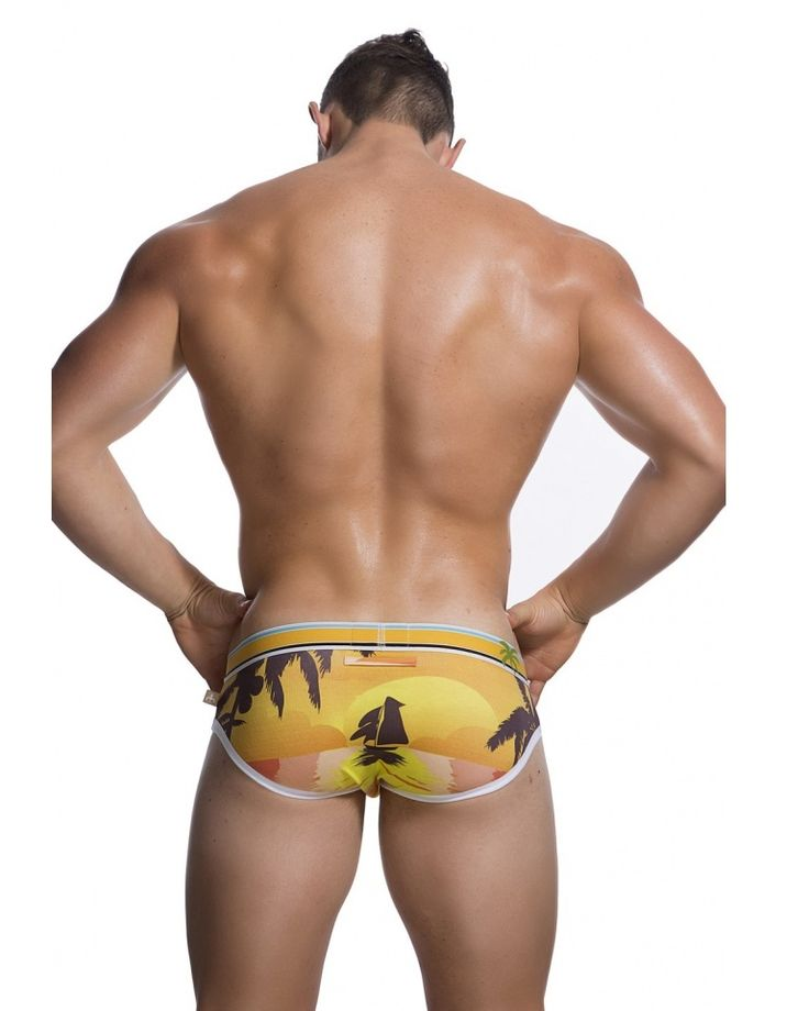 Marcuse - Ibiza Yellow We reckon you'll soak up the vibe in these classic ocean-inspired silhouette prints, fitted with elastic waistband to hug your masculine waist. Where ever you seek the sun and the pulsating rhythm of life, throw in your pair of Marcuse Ibiza briefs! Fabric. 95% Cotton 5% Elastane