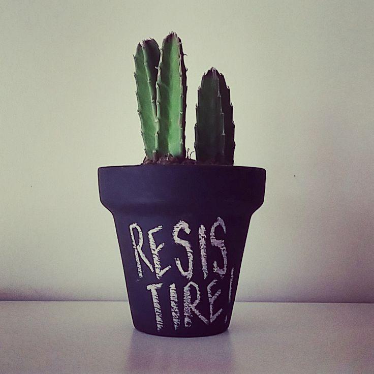 Resistiré! Macetas pizarrón. #tiendaverdeamor #felizverde #rinconverde #sucuamor