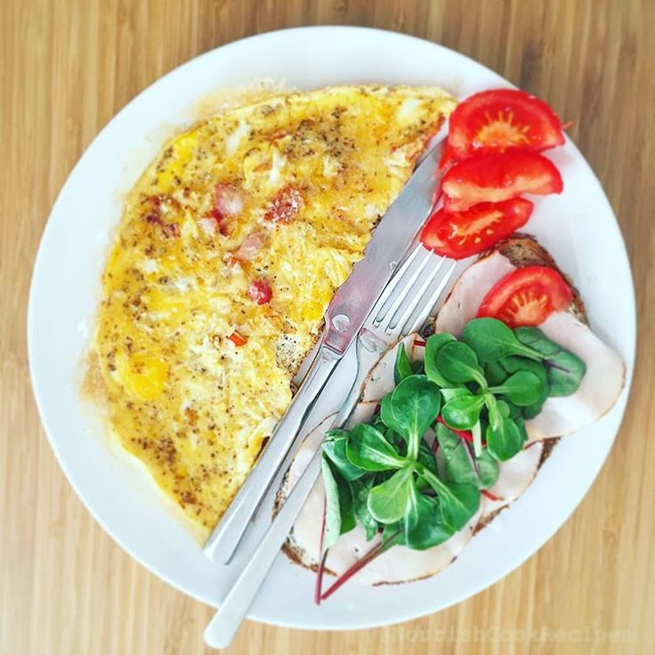 Amazing breakfast! Start your day with this delicious bacon-garlic-chili omelette with a slice of seedy bread with ham, cream cheese, cornsalad and tomato slices. Have a nice day! #breakfast #omelette #bacon #garlic #seedybread #tomatoes #cornsalad #healthydiet #delicious #delish #tasty #yummy #eating #hungry #nicday #smile #nutritious #nourishing #healthyfood #diet #nutrition #nourish #fit #fitfood #recipe #recipes #eatwell #easymeal #eatclean #nourishcookrecipes